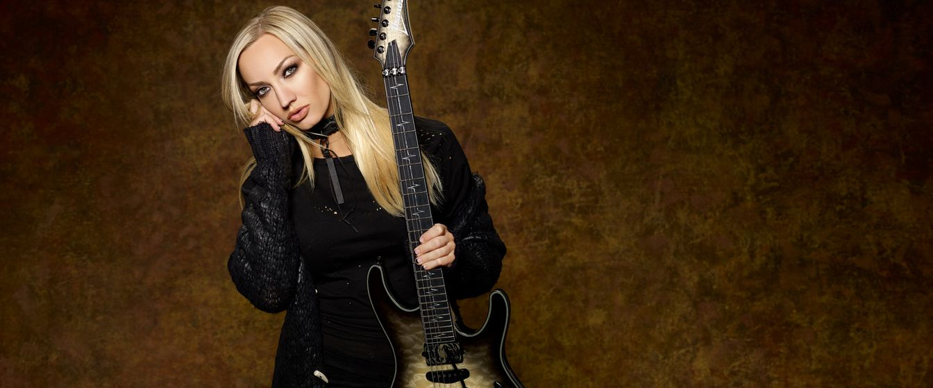 Nita Strauss plays DiMarzio