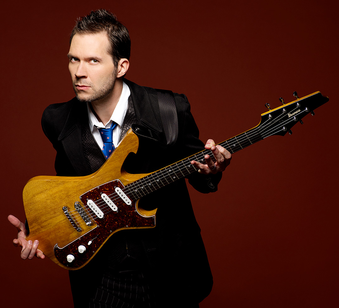 Paul Gilbert plays DiMarzio
