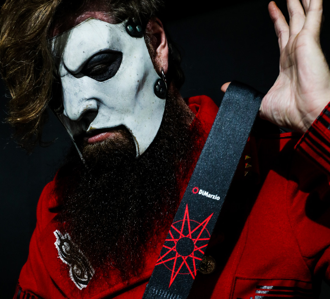 Jim Root uses DiMarzio Straps